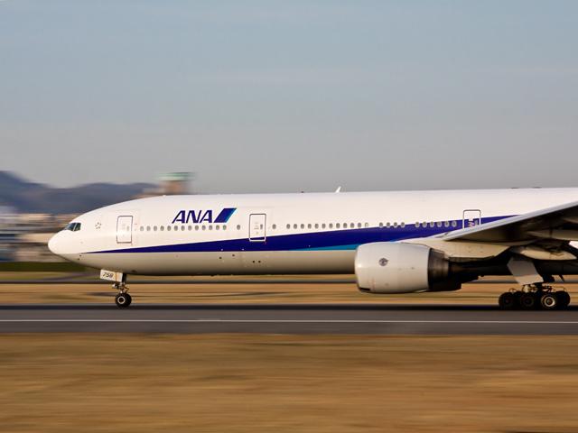 飛行機(ANA)の写真(フリー素材)