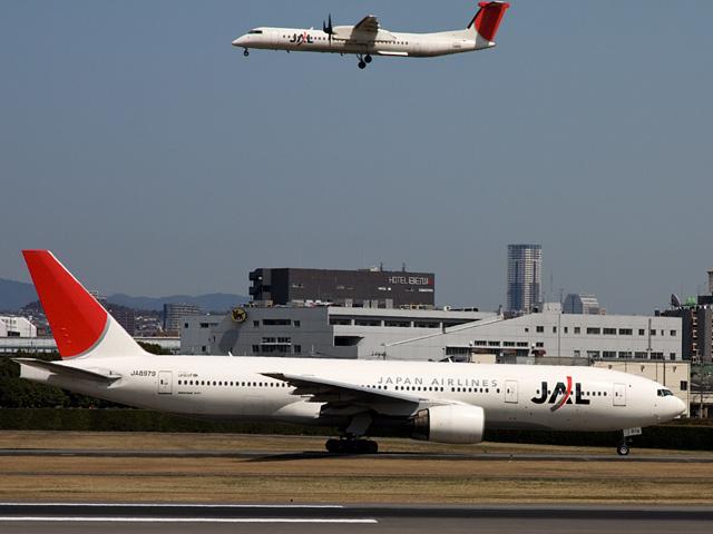飛行機(JAL)の写真(フリー素材)