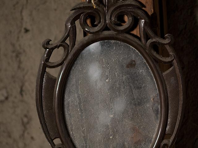 鏡(かがみ)の写真(フリー素材)