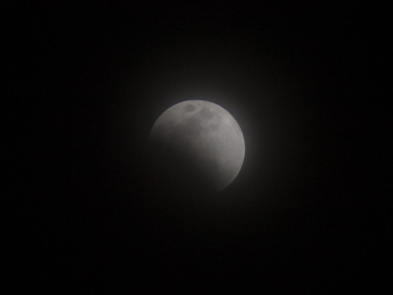 皆既月食の写真(フリー素材)