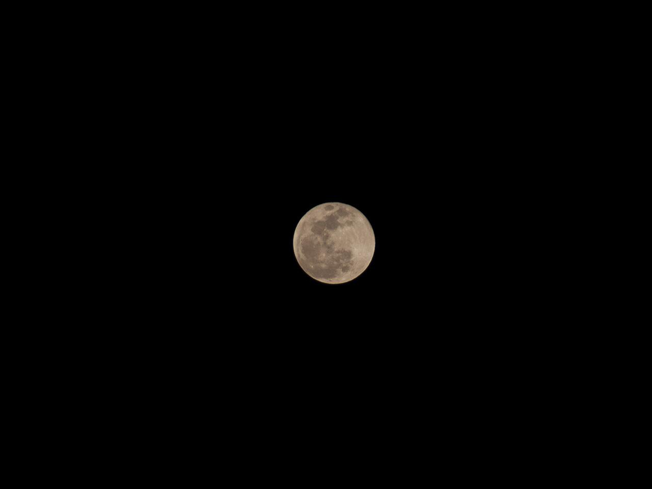 満月の写真(フリー素材)